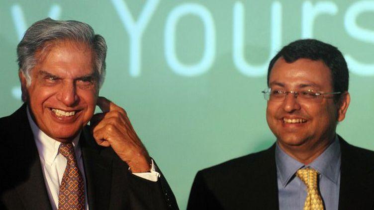 Ratan Tata (à gauche) et le Pdg du groupe Cyrus Mistry en 2012. Le premier a obtenu le départ du second. (AFP/Punit Paranjpe)
