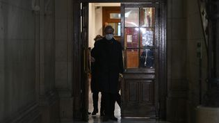 L'ancien secrétaire d'Etat Georges Tron, avant le dernier acte de son procès en appel, le 17 février 2021. (CHRISTOPHE ARCHAMBAULT / AFP)