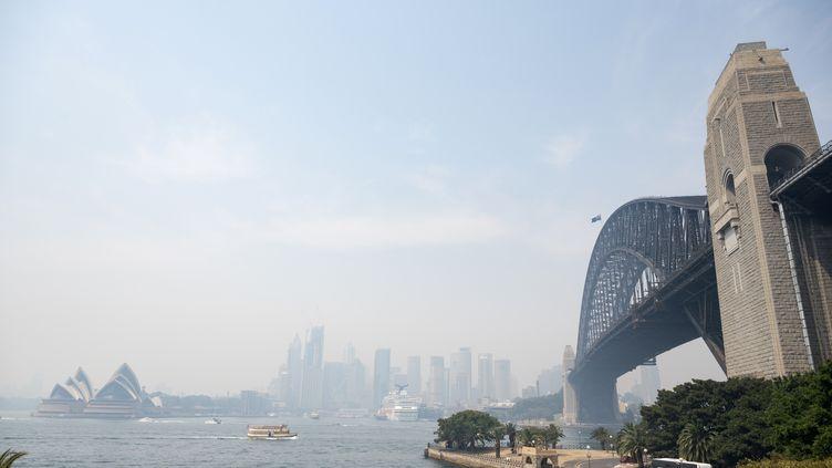 La ville de Sydney sous les fumées des incendies, le 19 décembre 2019. (WENDELL TEODORO / AFP)