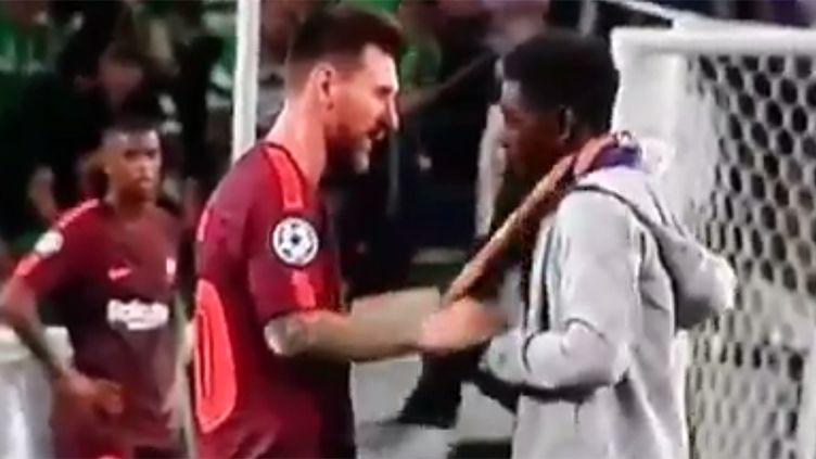 Un spectateur a réussi à tromper la sécurité du Sporting pour rejoindre sur le terrain Lionel Messi
