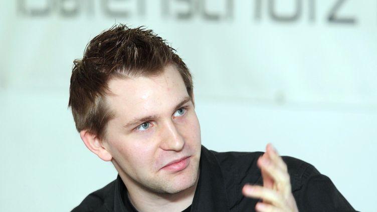 Max Schrems lors d'une conférence de presse mardi 7 février 2012, au lendemain de sa rencontre avec la direction de Facebook en Europe. (DIETER NAGL / AFP)