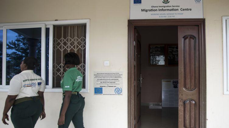 Le centre d'information des services de l'immigrationdu Ghana, photographié àSunyani (ouest),le 4 mai 2018. (CRISTINA ALDEHUELA / AFP)
