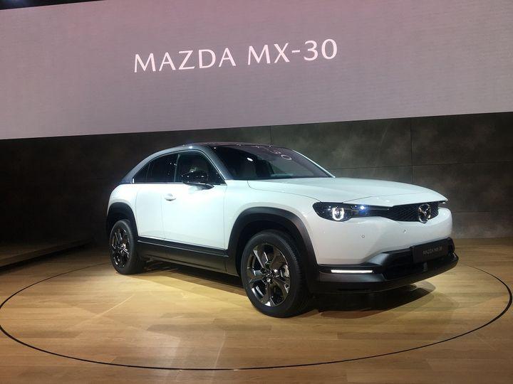 La Mazda MX 30, un Crossover, premier véhicule 100% électrique de la marque. (SERGE MARTIN FRANCE INFO)