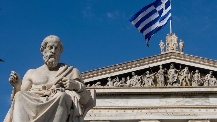 Statue de Platon devant l'Académie d'Athènes. (MILOS BICANSKI / GETTY IMAGES)