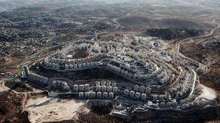 Une vue aérienne de la colonie israélienne deHar Homa,à la périphérie de Jérusalem-Est et près de la ville deBethléem, le 30 septembre 2010. (YUVAL NADEL / AFP)