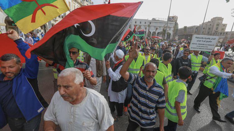 Les Libyens appellent à la fin des combats lors d'une manifestation contre Khalifa Haftar sur la Place des Martyrs, dans la capitale Tripoli, le 3 mai 2019. (- / AFP)