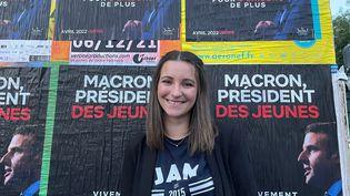 """Clémentine Dupuy, 25 ans, porte-parole du mouvement des """"Jeunes Avec Macron"""", à Lille. (MANON MELLA / FRANCEINFO)"""