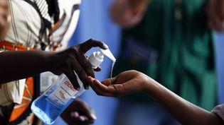 """Apprendre les gestes """"barrière"""" dans les régions reculées d'Ethiopie est le défi relevé par la mission des auxiliaires de santé (photo d'illustration). (MINASSE WONDIMU HAILU / ANADOLU AGENCY)"""