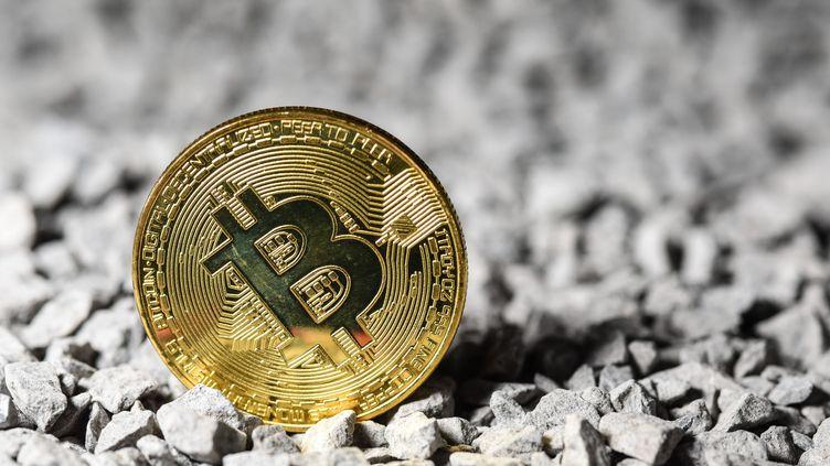 Une représentation d'un bitcoin, le 21 avril 2021, en Belgique. (MAXPPP)