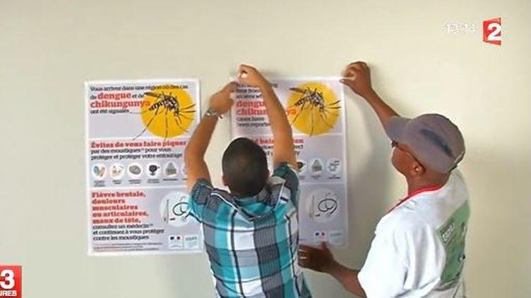 Une campagne d'affichage contre l'épidémie dechikungunya. (GUADELOUPE 1ERE / FRANCE 2 / FRANCETV INFO)