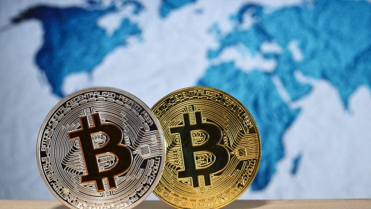 La monnaie virtuelle bitcoin a franchi mercredi 29 novembre pour la première fois le seuil de 10 000 dollars après avoir vu sa valeur multipliée par dix en moins d'un an. (MAXPPP)