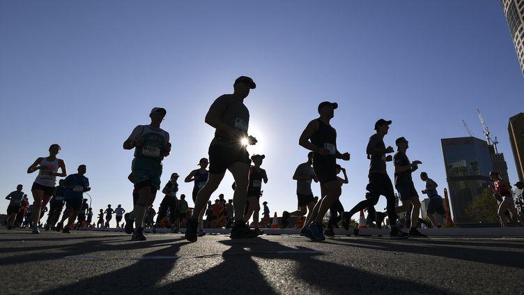 Des participants au marathon de Sydney en Australie, le 15 septembre 2019. (SAEED KHAN / AFP)