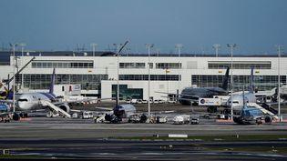 L'aéroport de Bruxelles, à Zaventem (Belgique) le 12 mars 2020. (KENZO TRIBOUILLARD / AFP)