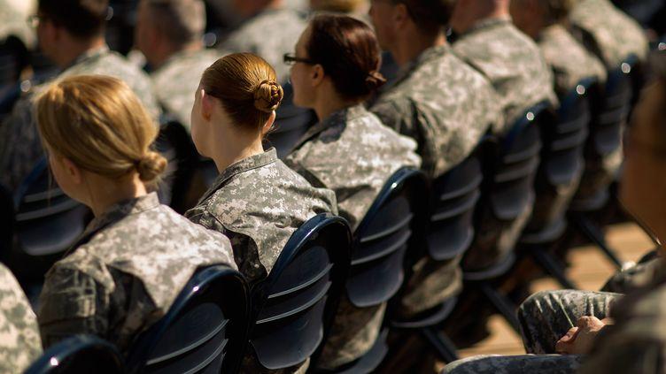 Des soldats assistent à une réunion sur le harcèlement sexuel, le 31 mars 2015 à Arlington, en Virginie (Etats-Unis). (CHIP SOMODEVILLA / GETTY IMAGES NORTH AMERICA / AFP)