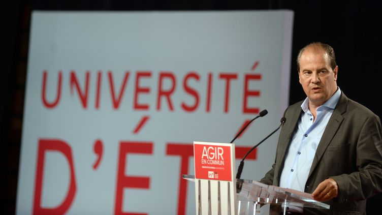Jean-Christophe Cambadélis face à la presse le28 août 2015 à La Rochelle (Charente-Maritime). (JEAN PIERRE MULLER / AFP)