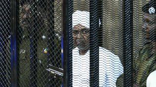 L'ex-président du Soudan Omar el-Béchir était jugé pour corruption le 31 août 2019 à Khartoum, après 30 ans d'un régime dictatorial. (EBRAHIM HAMID / AFP)