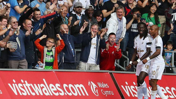 Bafetimbi Gomis et Andre Ayew, encore buteurs avec Swansea (GEOFF CADDICK / AFP)