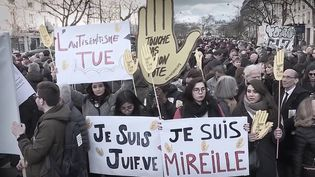 Mireille Knoll, une femme juive octogénaire, a été assassinée à son domicile en 2018. Cette tragédie avait provoqué l'indignation générale en France. Mardi 26 octobre, le procès des deux hommes accusés de son meurtre s'ouvre enfin à la cour d'assises de Paris. (CAPTURE D'ÉCRAN FRANCE 3)