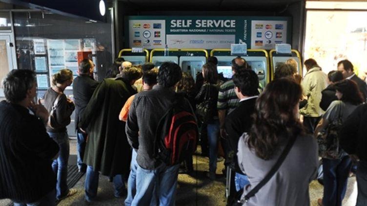 Des passagers à la station Termini de Rome, en avril 2010. (AFP)