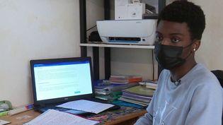 Solidarité : une plateforme en ligne permet aux élèves et étudiants de s'entraider (France 3)