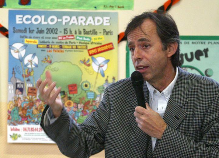 L'économiste Bernard Maris, le 22 mai 2002, lors de la campagne pour les législatives. (JOEL SAGET / AFP)