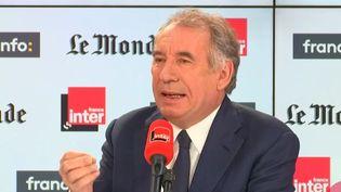 """François Bayrou,maire de Pau et président du MoDem, invité de """"Questions politiques"""" sur France Inter, dimanche 27 octobre. (FRANCEINTER)"""