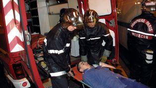 Les pompiers de Paris, ici lors d'en exercice, sont au cœur d'une exposition à l'Hôtel de ville de Paris. (MAXPPP)