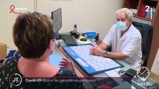 Nicole Morelle et son médecin. (France 2)