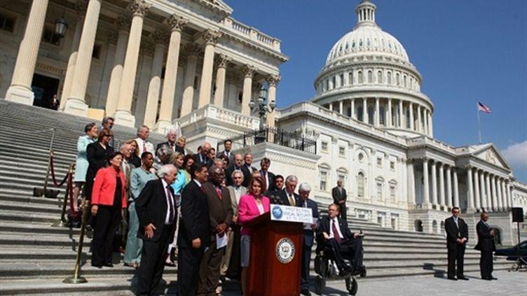 La députée démocrate Nancy Pelosi devant le Congrès à Washington (28 juillet 2010) (AFP/Alex Wong)