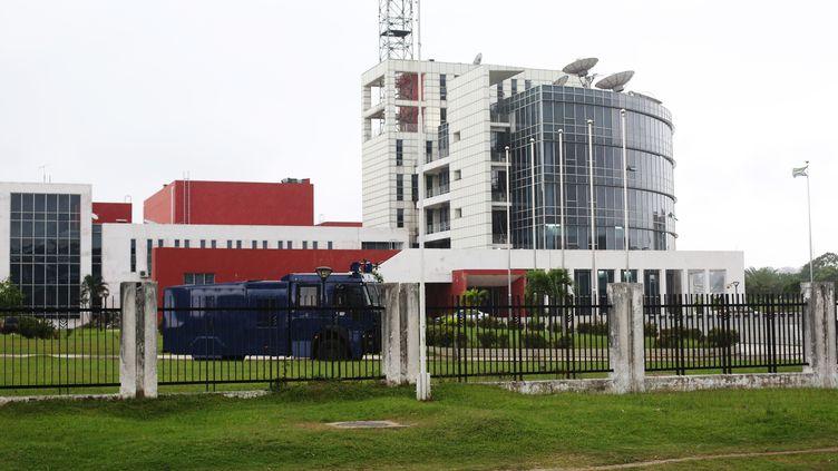 La radio-télévision d'Etat à Libreville (Gabon), le 16 juin 2017. (STEVE JORDAN / AFP)