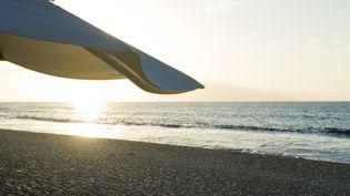 Encore plus de couchers de soleil sur la plage grace à plus de jours de congés ! (SANDRO DI CARLO DARSA  / MAXPPP)