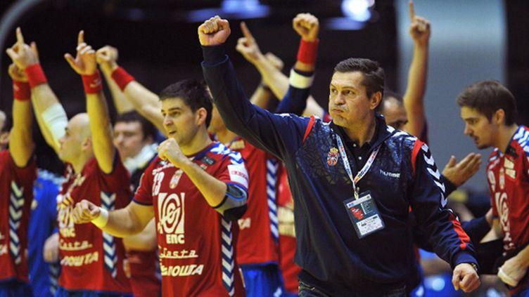 Incidents lors du match Serbie - Italie (ANDREJ ISAKOVIC / AFP)