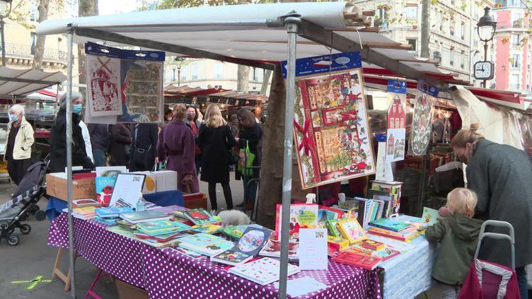 Le but de l'initiative, permettre aux libraires de promouvoir leurs services de commandes en ligne. (FRANCE 3)