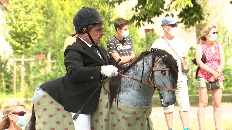 Le festival Scènes en selle propose des spectacles de rue autour du cheval. (R. Droulez / France Télévisions)