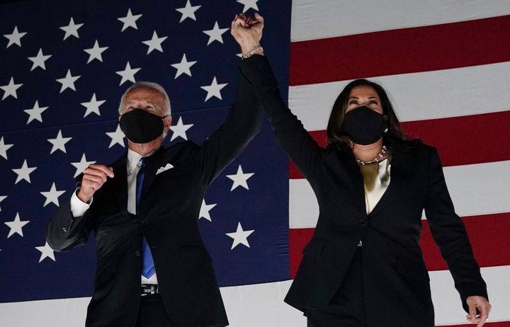 Joe Biden et Kamala Harris prononcent un discours depuis Wilmington (Delaware), le 20 août 2020, en clôturede la convention nationale démocrate. (OLIVIER DOULIERY / AFP)
