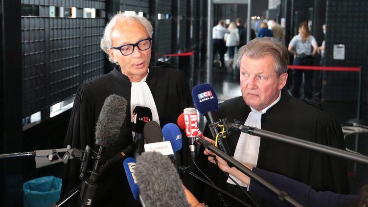 Les avocats d'Hubert Caouissin s'expriment devant la presse, à la cour d'assises de Loire-Atlantique, à Nantes, le 22 juin 2021. (MAXPPP)
