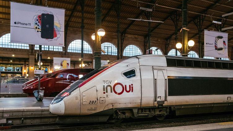 Un TGV Inoui à la Gare du nord à Paris, le 23 décembre 2019. (MATHIEU MENARD / HANS LUCAS / AFP)