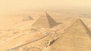 La pyramide de Khéops en Egypte n'a pas encore révélé tous ses secrets. Le tombeau du pharaon n'a jamais été découvert. (FRANCE 2)