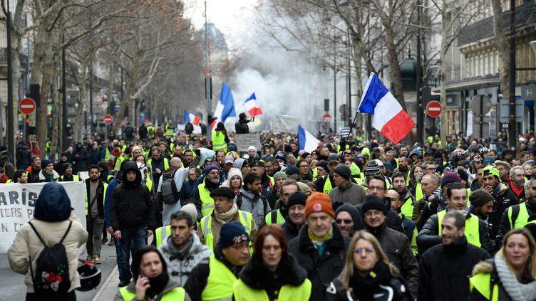 """Des """"gilets jaunes"""" défilent à Paris, le 12 janvier 2019. (BERTRAND GUAY / AFP)"""
