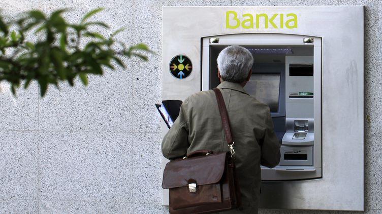 Le gouvernement espagnol a annoncé, le 11 mai, une nouvelle réforme du secteur bancaire, très touché par la crise. (PAUL HANNA / REUTERS)