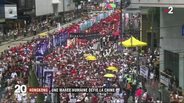 Hong Kong : une marée humaine défie la Chine