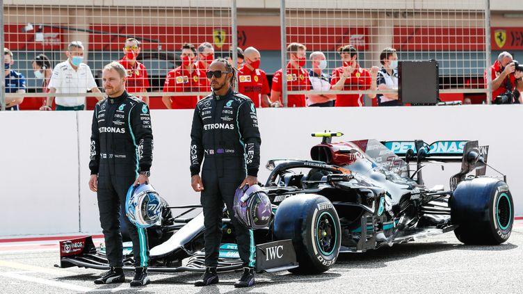 Valtteri Bottas et Lewis Hamilton lors des essais de pré-saison à Bahreïn, le 12 mars 2021. (ANTONIN VINCENT / DPPI MEDIA)