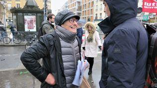 Arlette Laguiller était encore candidate lors des élections municipales de 2020, aux Lilas (Seine-Saint-Denis). Ici en campagne le 6 mars 2020 (ANTHONY LIEURES / MAXPPP)