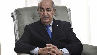 Le président algérien, Abdelmadjid Tebboune, lors d'un entretien avec le ministre français des Affaires étrangères, Jean-Yves Le Drian, à Alger, le 21 janvier 2020. (RYAD KRAMDI / AFP)