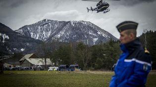 Un hélicoptère de la gendarmerie décole pour rejoindre le site du crash de l'A320 de Germanwings, le 25 mars 2015, à Seyne-les-Alpes (Alpes-de-Haute-Provence). (  MAXPPP)