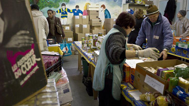 La campagne d'hiver des Restos du cœur a débuté le 24 novembre 2014. L'association s'attend, comme en 2013, à atteindre le million de bénéficiaires. (JEAN-PHILIPPE KSIAZEK / AFP)
