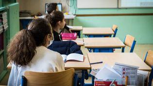 Une classe et des éléves dans une école de Vesoul (Haute-Saône). (JEAN-FRANCOIS FERNANDEZ / RADIO FRANCE)