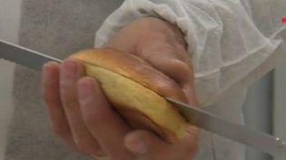 Depuis lundi 5 novembre, un pain est vendu en pharmacie, parfois prescrit par des médecins. Quels sont ses secrets ? (FRANCE 2)