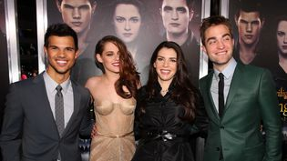 "Stephenie Meyer et les acteurs de ""Twilight""  (Christopher Polk / GETTY IMAGES NORTH AMERICA / AFP)"