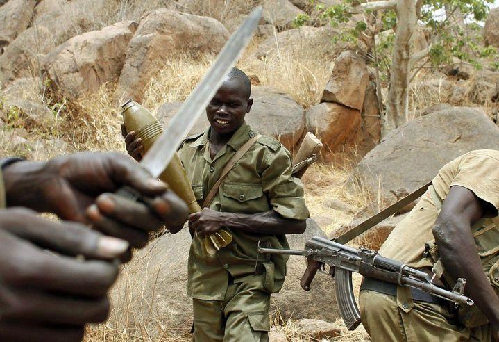2 mai 2012. Un rebelle du SPLA-N près du village de Jebel Kwo village, dans les monts Nuba au Sud-Kordofan (REUTERS/Goran Tomasevic)